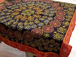 Beau Product:: Golden Sequins Work Table Linen